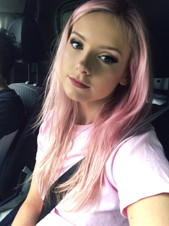"""Chloe Adams on Twitter: """"Trying out being a Pinkie ✌🏼💗… """""""