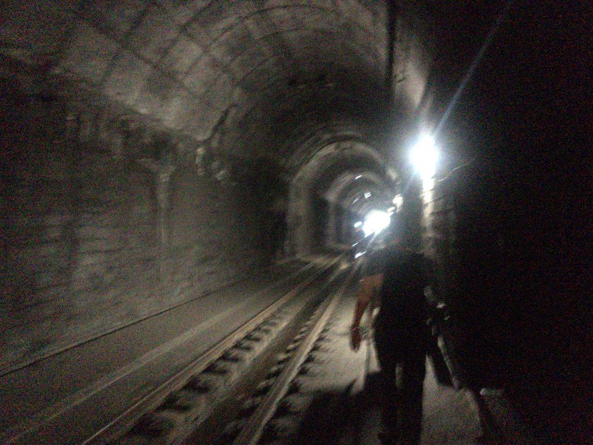 test ツイッターメディア - 【鉄道】7:58頃、大阪府北部を震源地とする地震が発生したため、JR各線区で運転を見合わせています。なお運転の再開見込みはたっていませんが県内では草津線が13:00に貴生川~柘植間で折返し運転を開始しました。山科大津間のトンネル内にて停車しておりました車両の乗客は無事に大津駅に移動しました https://t.co/Poh3ztr1YA