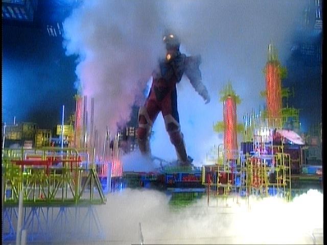 test ツイッターメディア - #今日のグリッドマン #グリッドマン グリッドマンが足を踏み入れたその時!! 足元に鎖型の罠にはまってしまい、身動きができなくなり、そして、下から濃塩酸が噴き出した!! https://t.co/HUXFpdF0YL