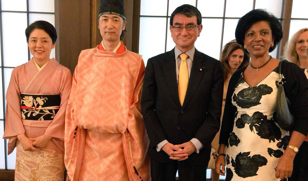 """Belgium in Japan on Twitter: """"スレーワーゲン大使夫人は外相夫人河野香さん主催の女性大使と大使夫人のための素敵なお茶会に出席しました。河野太郎大臣も途中でご挨拶に来られたそうです。… """""""