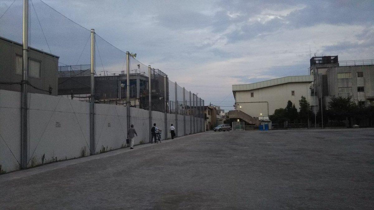 test ツイッターメディア - 本日は高津区下作延小の避難所運営会議に来ています。左手は工事中の津田山駅です。平日夜間の開催とは、、頭が下がりますね。 #高津区 #避難所 #津田山 https://t.co/frRWeSM13B