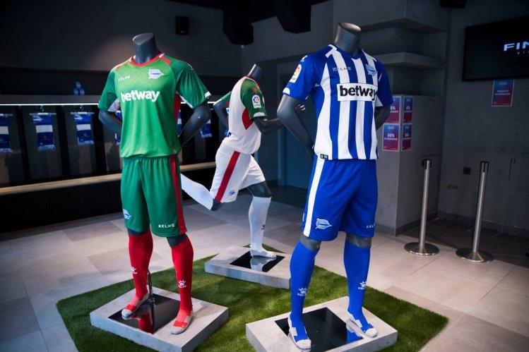 Presentadas las camisetas del Deportivo Alavés 2018-2019 a51956142a642