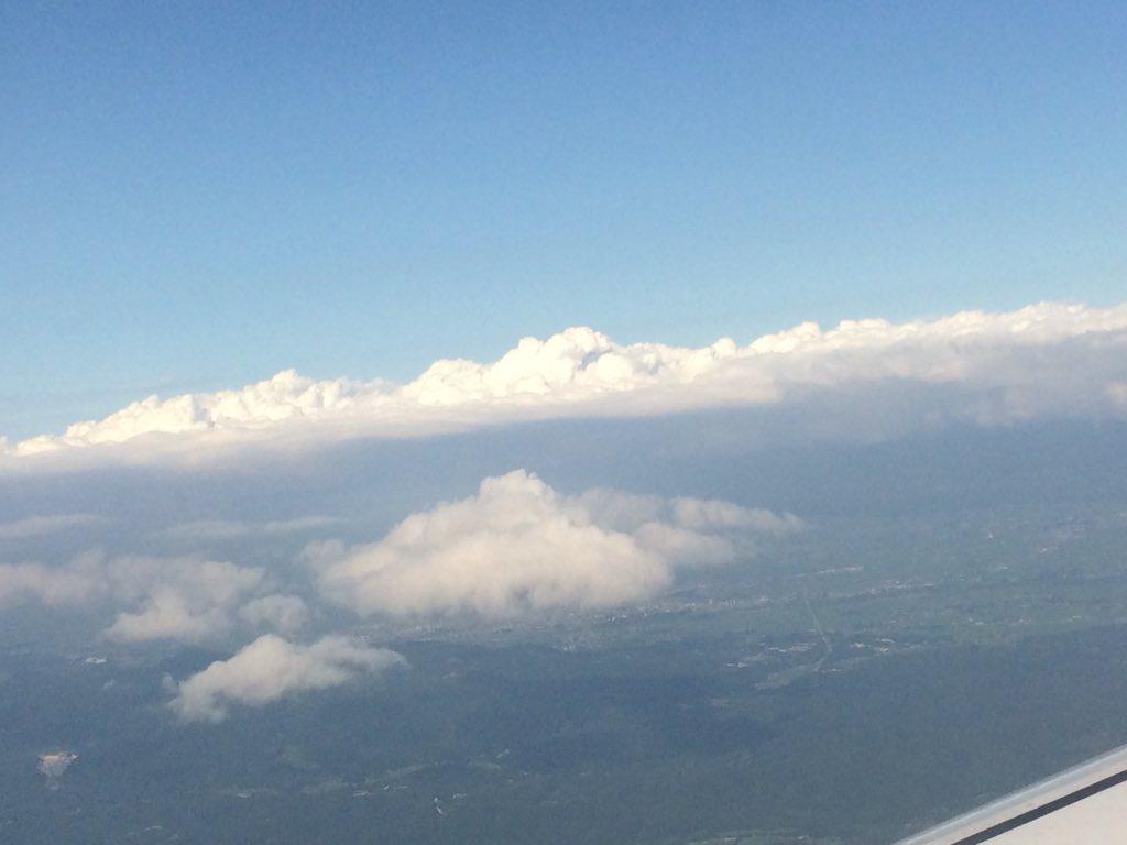 test ツイッターメディア - 積乱雲がすごいなぁ 奥羽山脈上空なのか太平洋上なのか🤔 まも秋田空港🛩 https://t.co/bFpm9kBzs7