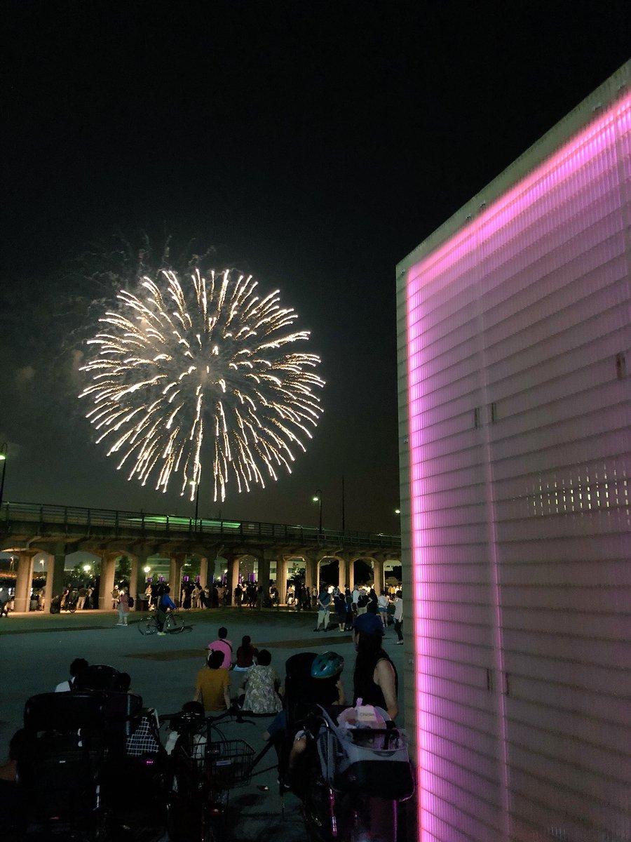 test ツイッターメディア - 昨夜の横浜スパークリング花火。 このあたり、何気に穴場だったかも。山下臨港線プロムナードの外側、めっちゃ空いてる。このタイミングで蒸気機関車とか走ったら最高ですね)) 今からでも、このプロムナードに観光列車とか走らせてくれないかな。#yokohama https://t.co/lwVmCJrT7t