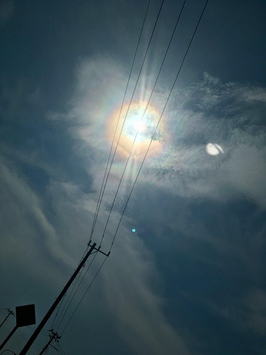 test ツイッターメディア - 太陽の周りに虹ができる こうゆうやつなんだっけ? https://t.co/mOniR5VaRS