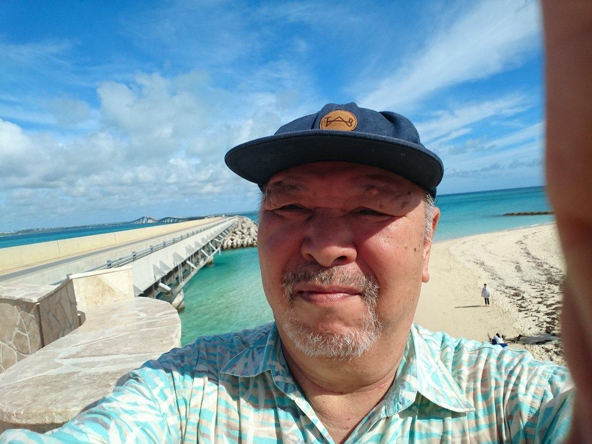 test ツイッターメディア - 生まれて初めて伊良部大橋を渡った。橋が架かると島から豆腐が消える、というのが持論だったが、橋が架かって、逆に島の高校の存続が危うくなっている。そして祭祀が消えたのには驚いた。以上、現場からでした(店長) https://t.co/KW3bDvyT50