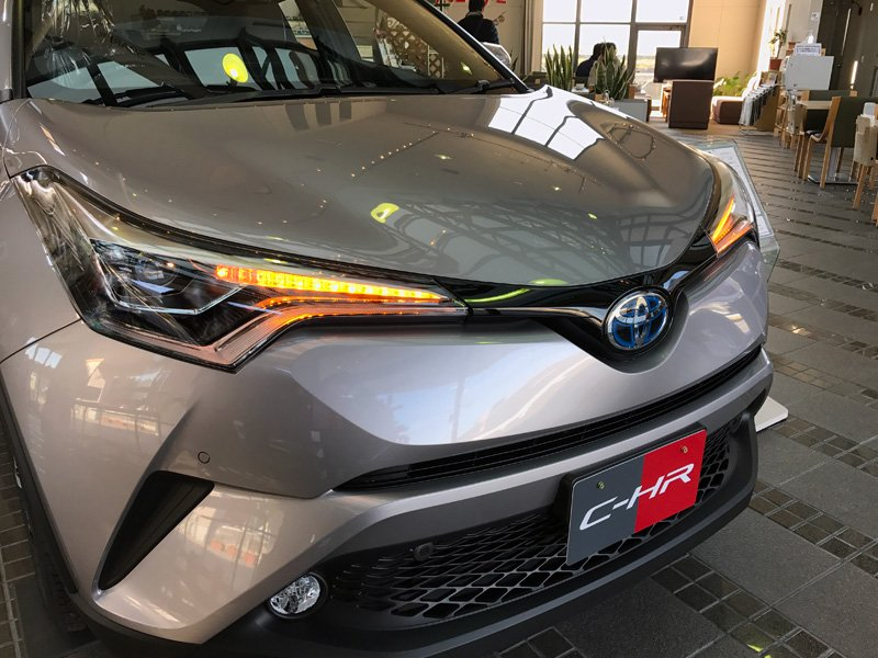 test ツイッターメディア - つい先日、軽自動車のキャストとは比較対象ではありませんが、ちょっと気になっていた、トヨタの新型コンパクトSUV・C-HRの展示車を見てきました。 C-HRはプリウスに次ぐT https://t.co/TxUrbusstq https://t.co/VheDZT5JR2