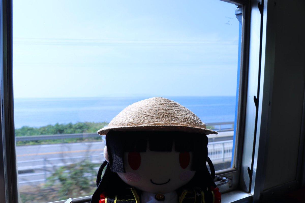 test ツイッターメディア - 夕海「少しのったらすぐに海が見えてきたです!宮古島は太平洋と東シナ海でしたがこっちは日本海です!やっぱり海はきれいです!!」 車窓に見える海、いいですね〜(*´ω`*) 五能線も期待して良さそう! #ぬいハチとおでかけ https://t.co/mtzZfKblgg