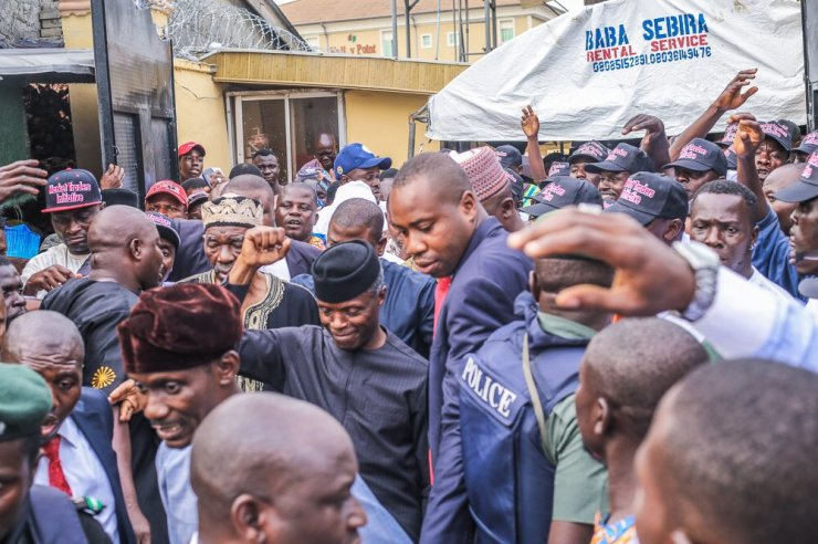 PHOTOS: Osinbajo recognises beneficiary of the Market Moni