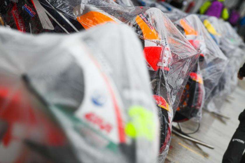 L'anticipo della partenza della gara di MotoGP alle 12.30 non ha permesso di evitare che a causa delle forti piogge, il gran premio venisse annullato. Poche ore dopo la conferma della cancellazione da parte della Race Direction. MotoGP annullata