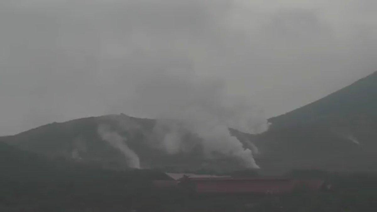 test ツイッターメディア - 今朝はよく見えていた新燃岳は、現在雲に覆われています。硫黄山が結構噴気が上がってます。 #新燃岳 https://t.co/Nd4WPkgHqN