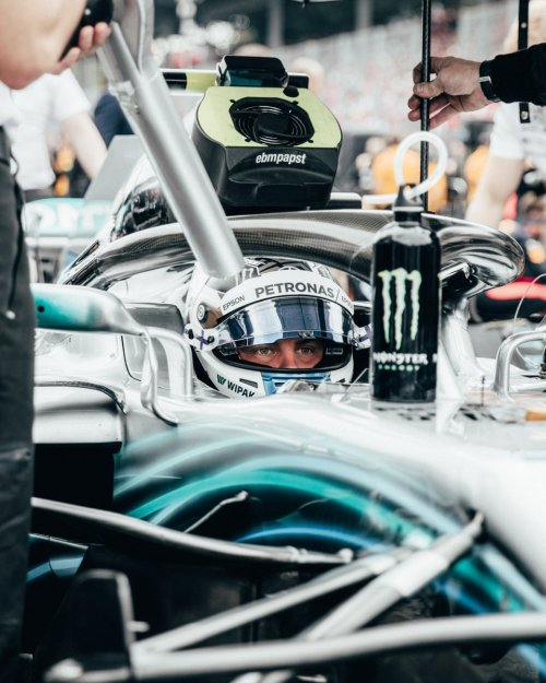 small resolution of valtteri prepares for the race start