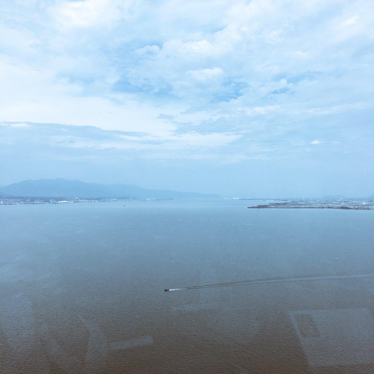 test ツイッターメディア - 琵琶湖と、いつもと逆から見る比叡山。  水平線がみえるけど、まだ水際に過ぎないという広さよ。 https://t.co/Phspc4QbEH