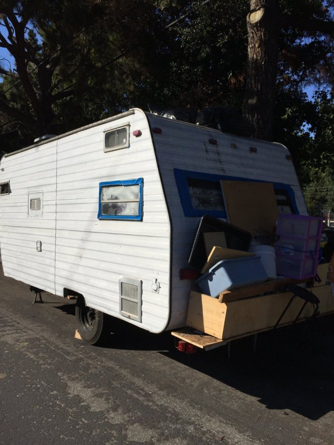 Liam Dillon On Twitter Escobar Used To Live In A Small Apartment For 700 Month But Could No Longer Afford It Instead He Lives Trailer That Has