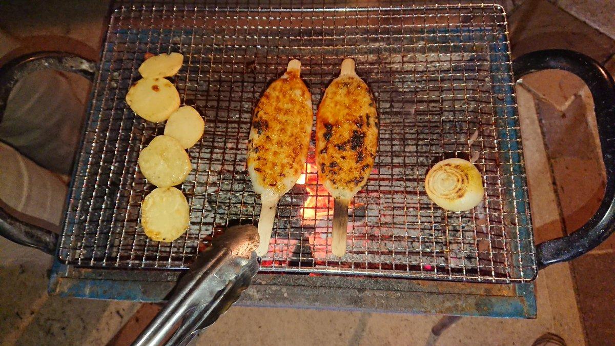 test ツイッターメディア - 郵便局のお取り寄せでゲットした五平餅。友人宅で外焼肉をするというので炭火で焼いてみた。くるみ味噌がめちゃくちゃうまい! #半分青い https://t.co/kVBo2VAwR4