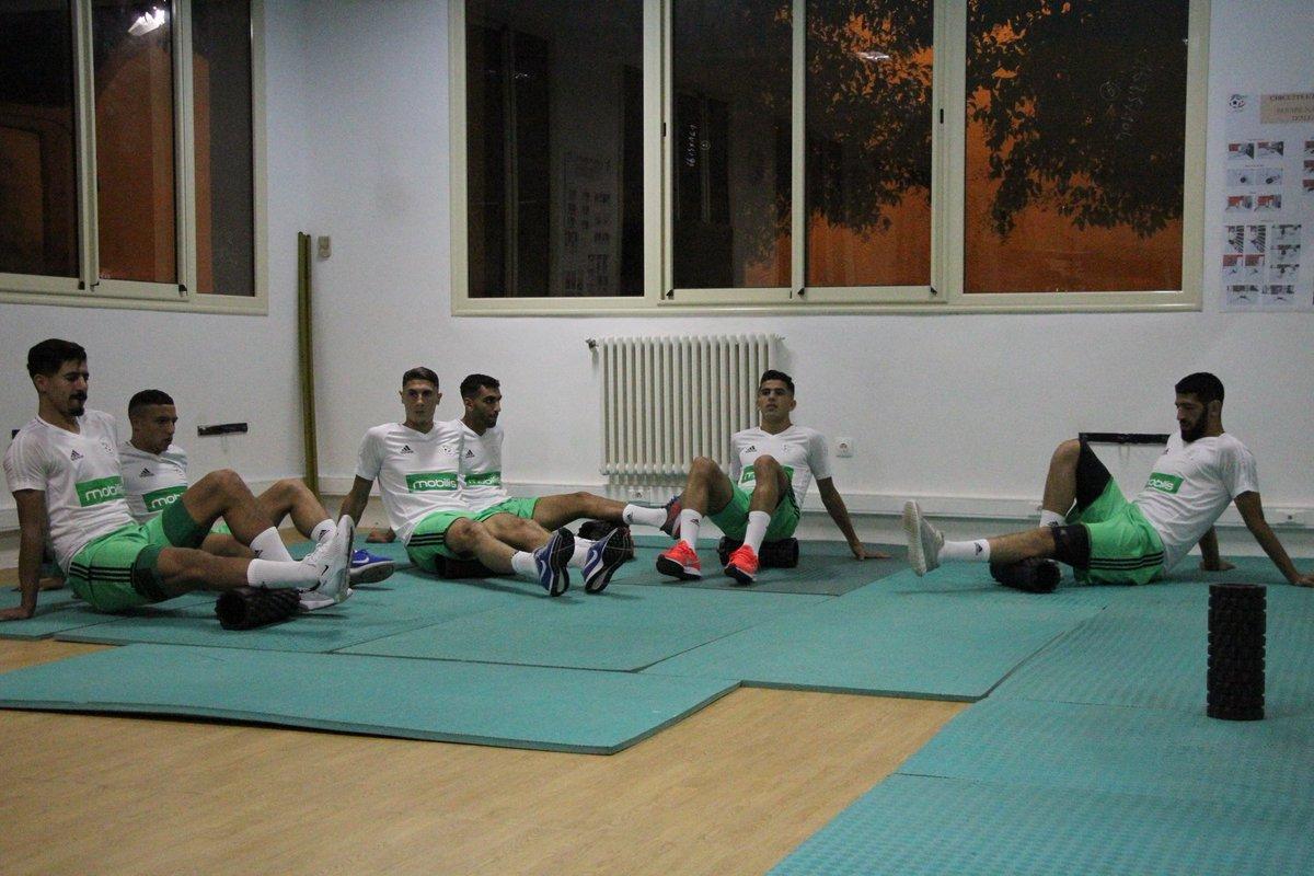 بالصور: الخضر يجرون أول حصة تدريبية وهذا ما قام به بلماضي 4
