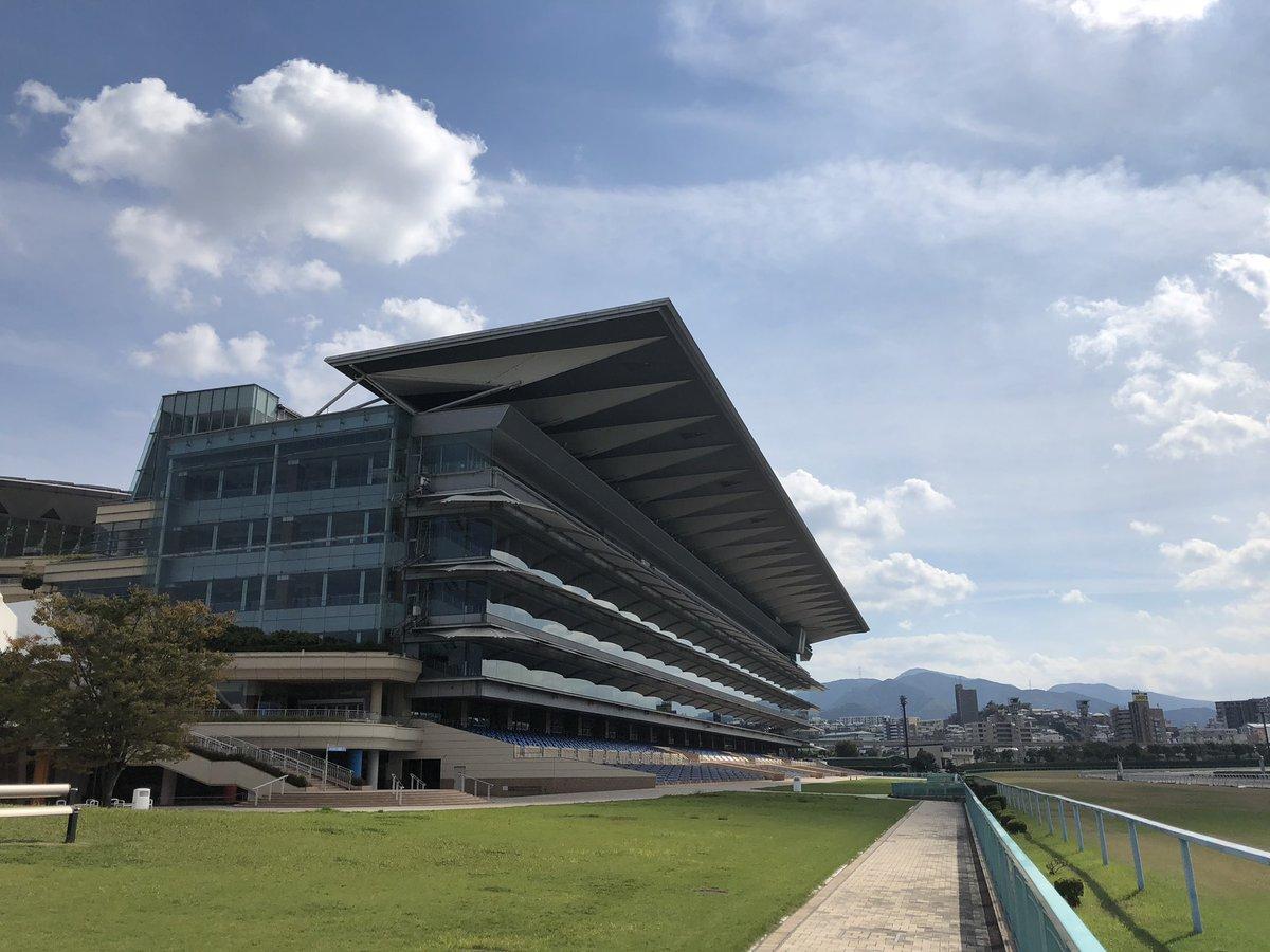 test ツイッターメディア - 【身近なすごい場所】  ここは北九州市の小倉南区にある、小倉競馬場です!  小倉競馬場では、競馬だけを行なっているわけではありません! 毎週日曜祝日にポニー試乗体験や、馬車試乗体験も行なっており、競馬をやらない方も楽しまれることができます! ぜひ行ってみてはいかがですか? https://t.co/Ggx7jbXaPu