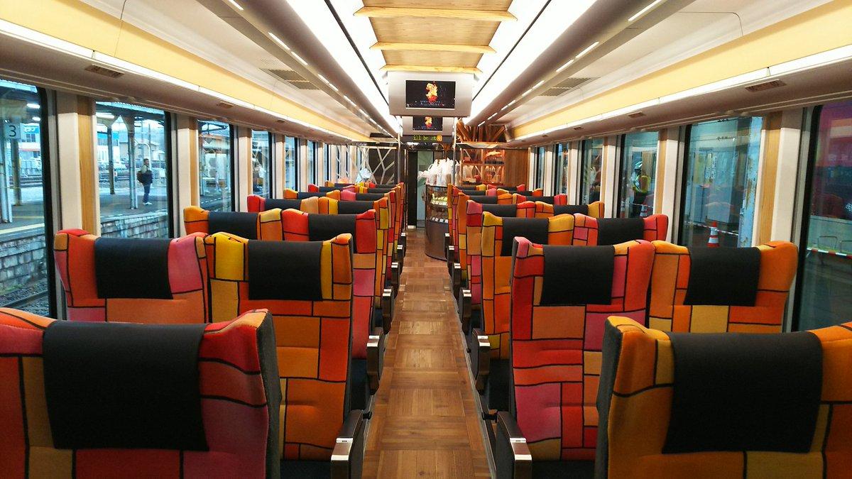 test ツイッターメディア - 6.リゾートしらかみ 五能線を走るリゾート快速列車。青池、ブナ、くまげらと個性的な列車やリクライニングシート、コンパート風個室、カウンターなど車内も魅力的(写真はブナ編成)。 海を見ながらお酒…なんて最高です。 https://t.co/UYejDmQynr