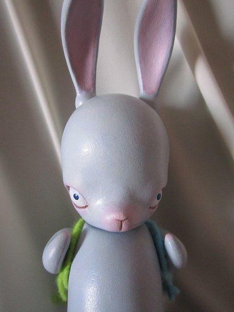 test ツイッターメディア - 「青の点々B」  人形作家ヒラノネムさんの新作ウサギちゃん。 耳や手足、首が球体関節により可動。 付属のリュックには愛と勇気が詰まっている(かもしれない)。 こちらは平安工房/古書わらべオンラインショップにて取り扱い中。 お問い合わせ等お気軽に。  詳細→https://t.co/vTYi898Dw3 https://t.co/acy7UpqZRz