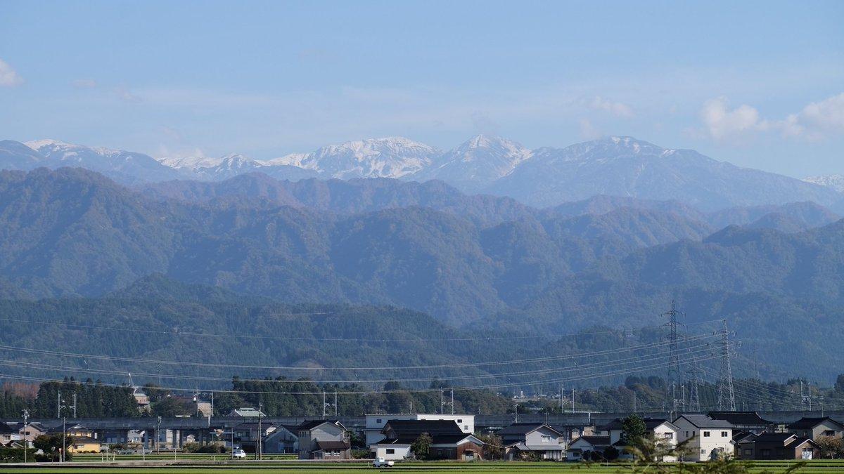 test ツイッターメディア - 本日の一枚は、こちらに。 北陸道入善パーキングから立山連峰。山頂付近は既に積雪の模様。麓は革ジャン少し暑いくらいなのに。 https://t.co/NPNd00GeKP