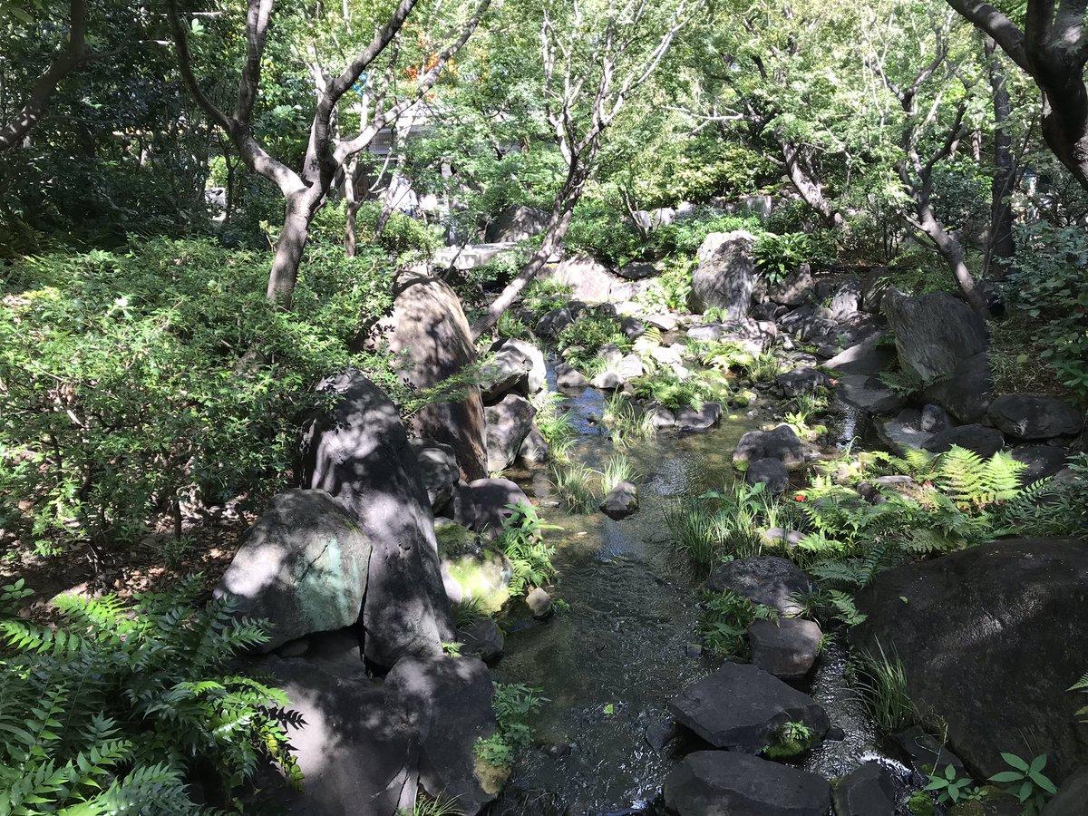 test ツイッターメディア - 梅田スカイビルの下にこんな小川があったのね。 https://t.co/lFVlIG4aJj