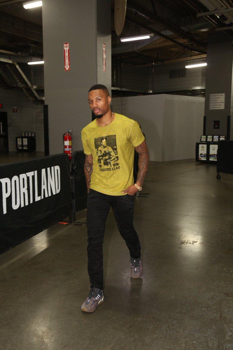 Yeezy 700 Mauve Shirt : yeezy, mauve, shirt, Kicks, Twitter:,