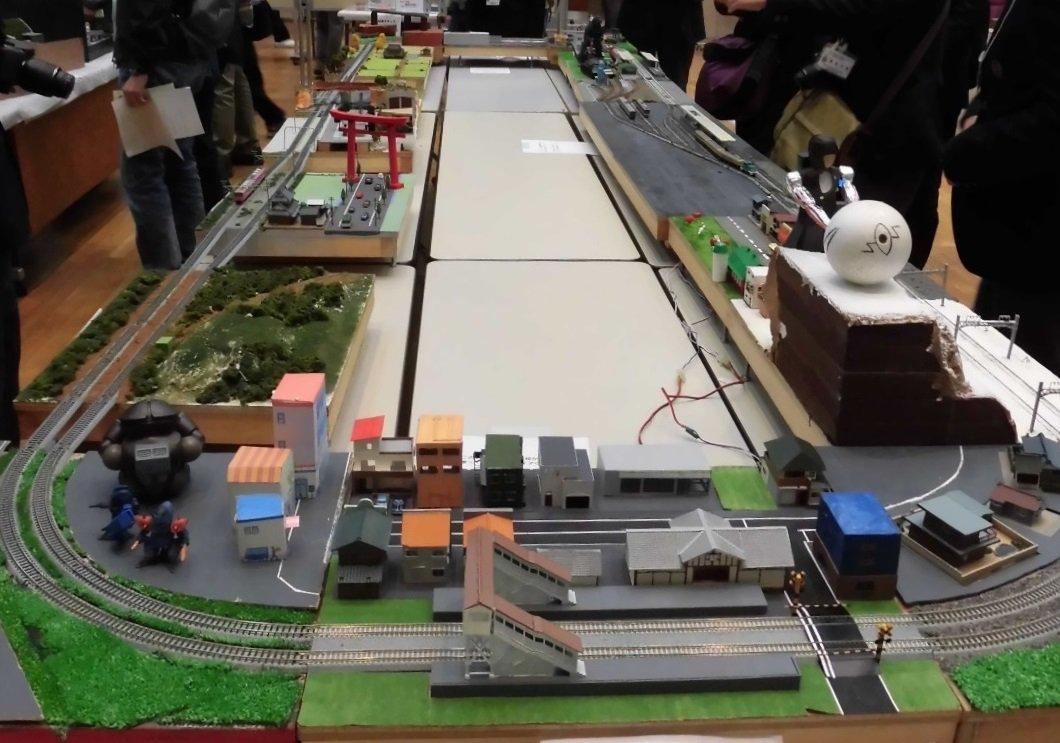 test ツイッターメディア - 11月9日(金) 11日(日)の鉄道研究発表会の荷物の積み込み作業をしました。聞いた噂によると,今年も集合レイアウトやNゲージジオラマがあるらしい。自由研究発表は10時30分開始。日本国内で唯一の高文連鉄道研究発表会。これを見逃すとあと1年は見られないぞ!さあ,みんなで行こう! https://t.co/T1hsMrUKH6