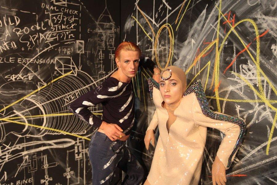 """test Twitter Media - Die Woche bei uns u.a. """"Die Präsidentinnen"""", Vortrag & Gespräch zu """"William Shakespeare: König Lear"""", """"@SchamoniRocko, """"Der zerbrochne Krug"""" und am Samstag die Premiere von """"Lazarus"""". Regie: @falkrichter2014 #aufregend #dsh1819 #theaterhamburg #juhu https://t.co/r3qgZMT1xF"""