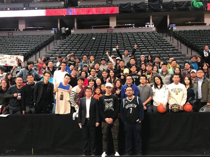 @JLin7 had a meet-and greet with fans after today's game vs Nuggets. 📷:Paul Chen