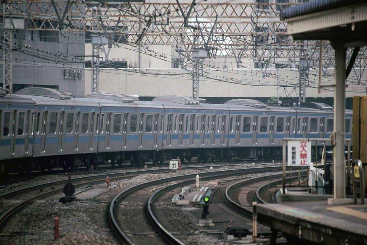 test ツイッターメディア - 当時の山手線,京浜東北線といえば,6扉車が登場して,これも意識して撮っていた。扉が多いと当然座席は少なくなるわけだが,当時,いまどきの若者は席が空いていても座ろうとしない,ということがいわれたものだった。1998年。 https://t.co/y3PwS3Z8jz