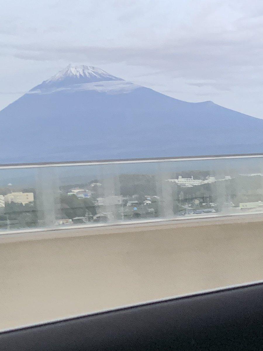 test ツイッターメディア - バタバタの三日間が無事終わったので明日からまた通常の日々が始まります😬 中央道から見る富士山と新東名からみる富士山形が違ってびっくりした(^。^) https://t.co/UQFpIoaiIJ