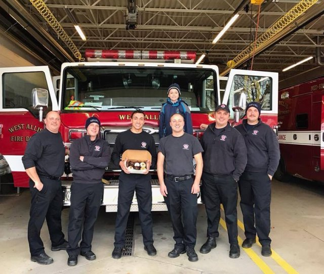 Jens Sweet Treats From Cudahy Made 2000 Cupcakes For Every Firehouse And Police Station In Milwaukee