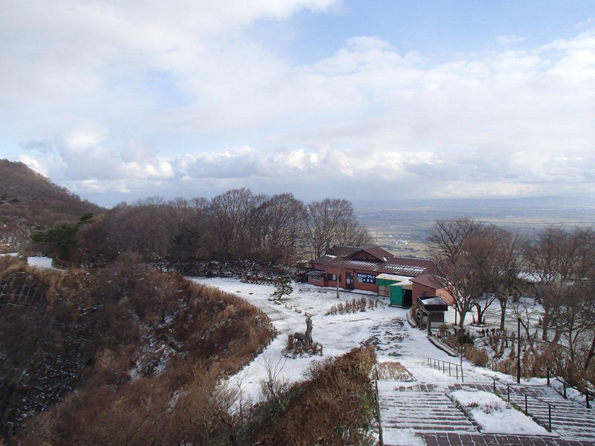 test ツイッターメディア - 今日の弥彦山 薄く白く降りましたが、いい天気です。日陰の所は凍って滑りやすいので気をつけてください。明日も天気が良さそうなのでぜひ遊びに来てください。 https://t.co/rF4YvvTjvL