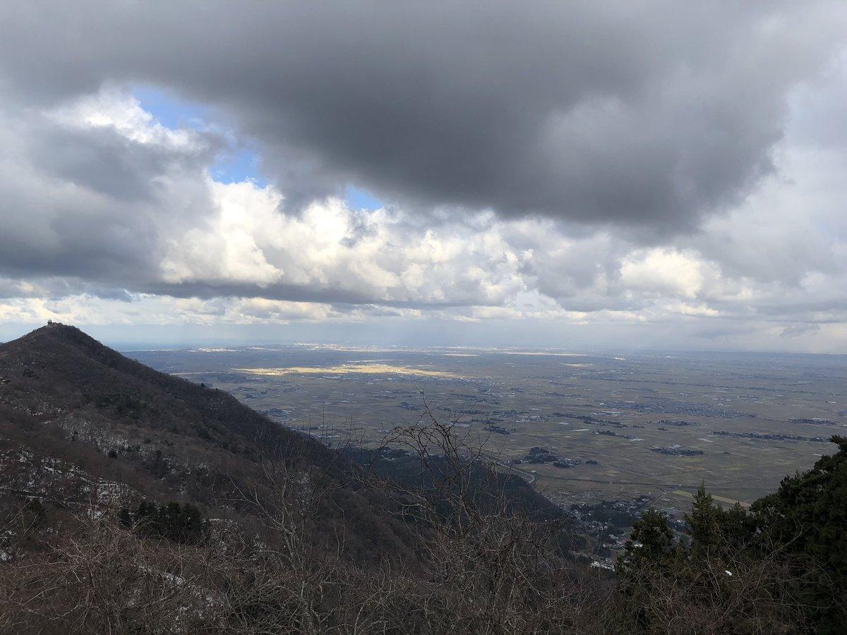 test ツイッターメディア - 弥彦山 ちょっと曇ってて微妙な天気 雪はあまりなかった https://t.co/kOzJqojklo