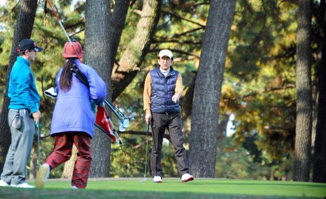 test ツイッターメディア - [朝日]安倍首相、辺野古質問に苦笑い ゴルフ場で記者団に https://t.co/in66PS49HR 安倍晋三首相は15日午前、神奈川県茅ケ崎市のゴルフ場を訪れ、秘書官らとゴルフをした。【写真】秘書官らとゴルフをする安倍晋三首相=神奈川県茅ケ崎市記者団から調子を尋ねられると、「今日は結構冷え込んでい… https://t.co/hjSESJonkF