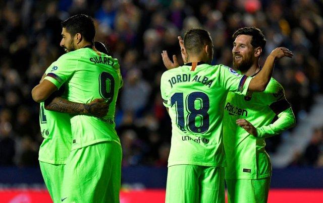 ميسي يقود برشلونة لاكتساح مضيفه ليفانتي 27