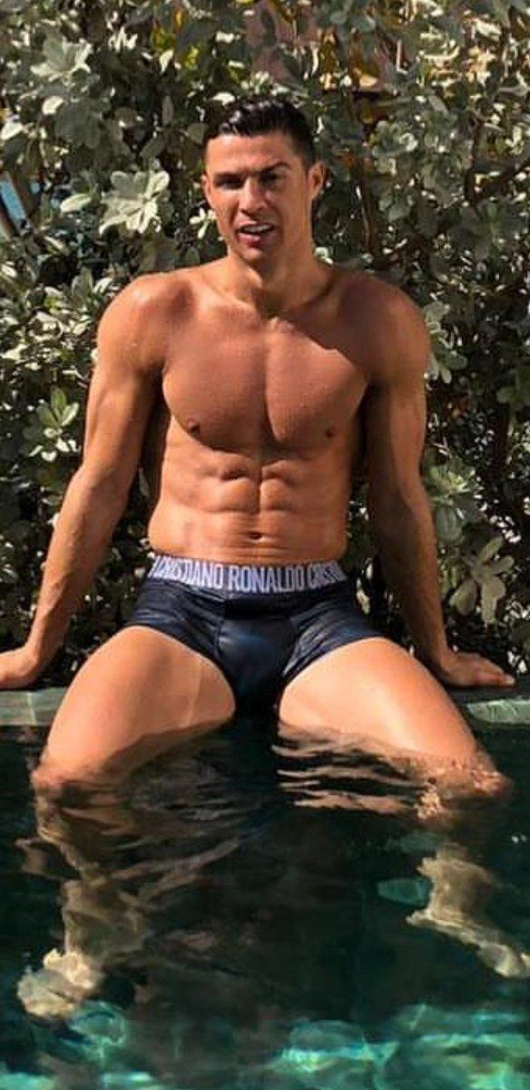 big bulge: cristiano ronaldo bulge :)