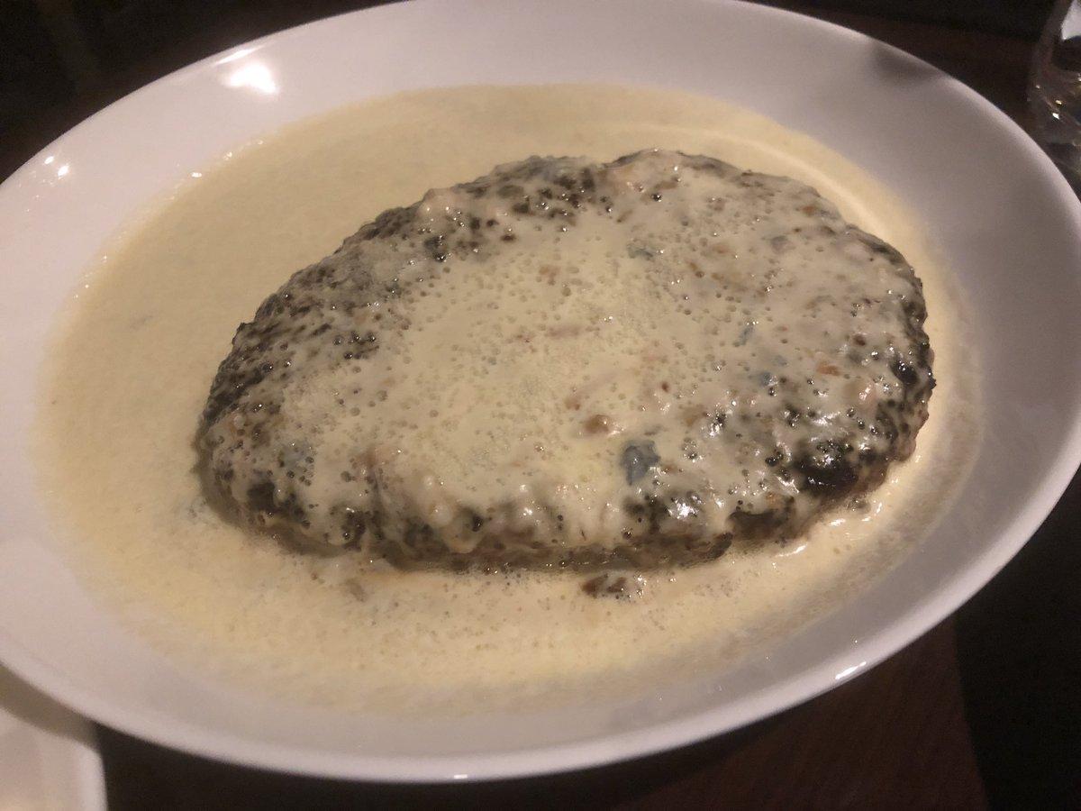 test ツイッターメディア - ハンバーグ食べたくなったので、できるだーけ節約してハンバーグ作りました。 チーズソースにしたんだけど、これはモンドールチーズの皮をとかしたもの。 ほーら、まかないっぽいでしょ! #まかない https://t.co/RiLxrQCHTn