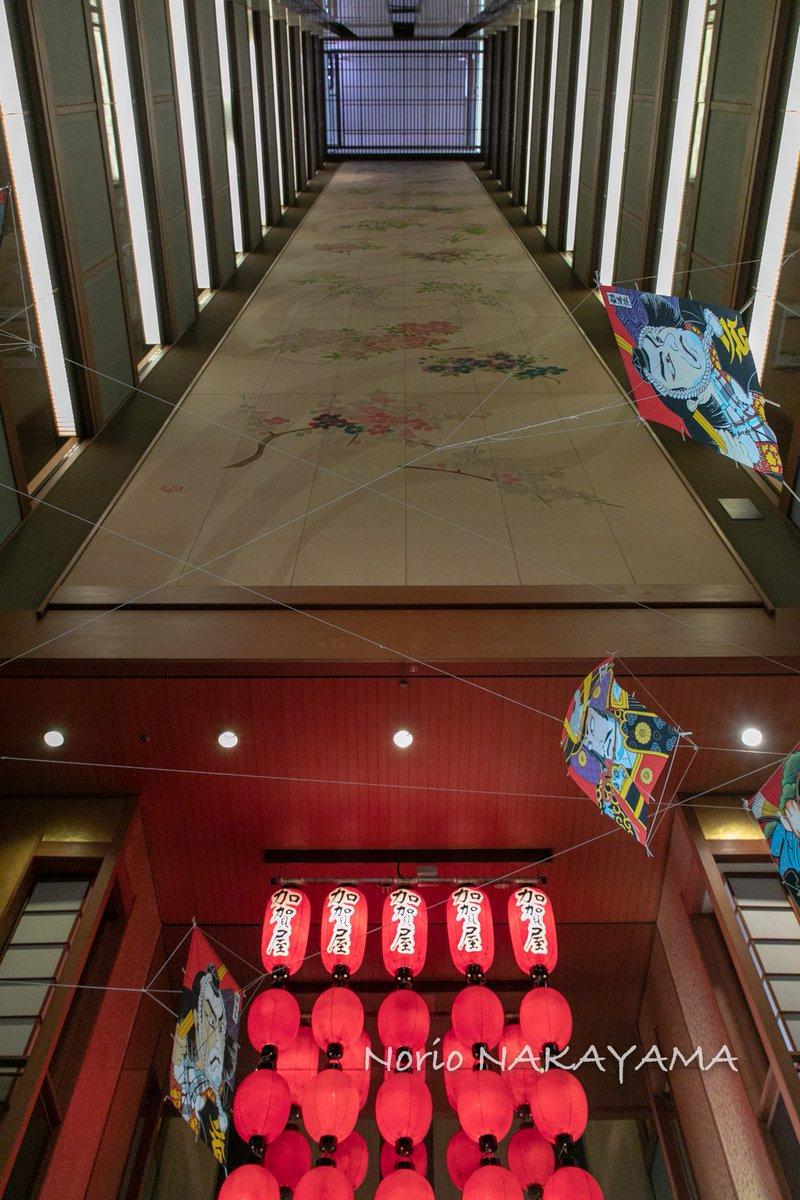 test ツイッターメディア - 週末は #BIGLOBE #温泉番付 #温泉大賞アンバサダー の取材で、日本最高の宿の一つ、和倉温泉の加賀屋に泊まってきました。総合エンタメ施設&宿として完成されていて、施設歌劇団まで所有。エレベーターホールの吹き抜けには12階までぶちぬきの加賀友禅。もはや泊まる美術館でもありました。 https://t.co/WIs5axpyrh
