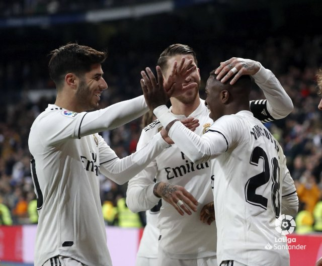 ريال مدريد يهزم ضيفه ديبورتيفو ألافيس بثلاثية دون رد 26