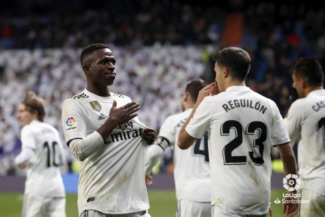 ريال مدريد يهزم ضيفه ديبورتيفو ألافيس بثلاثية دون رد 27