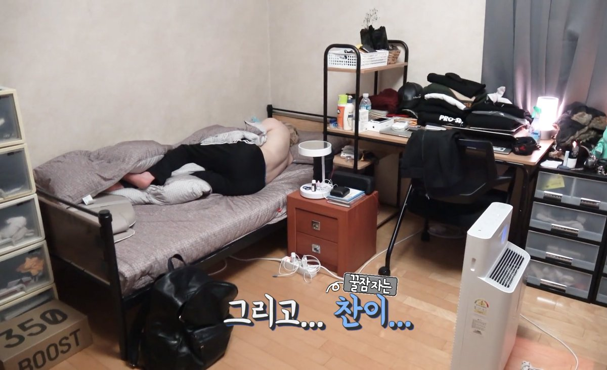 On Twitter Okay Need To Know Who S Sleeping On The Floor Is It Jisung Room 1 Chan Changbin Room 2 Hyunjin Seungmin Jisung S Empty Bed W Clothes On