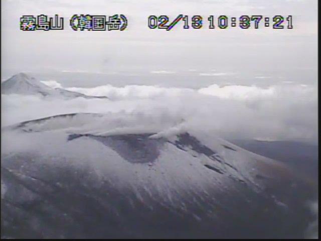 test ツイッターメディア - 噴気多め~&雪積もってる💦 #新燃岳 https://t.co/jfPuZkN9cb
