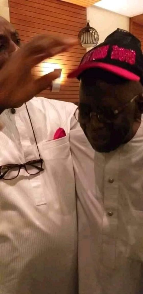 DzPOx YWkAAjixF - 3 Days To Election: Tinubu Spotted With PDP Members(Photos)