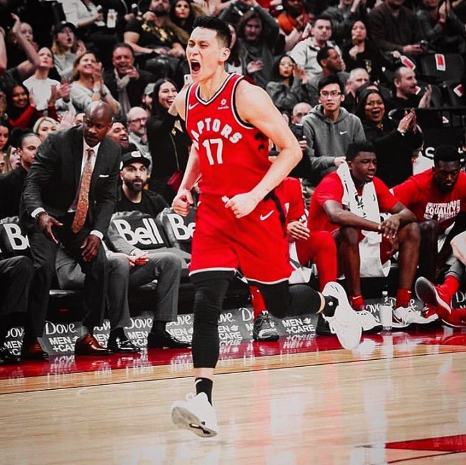 RT @JLin7 Hectic day but ended with a win (even though I only knew three plays lol)!! Thank you Toronto for the standing O and the love! #WeTheNorth #MamaLindontplay #numberonefan
