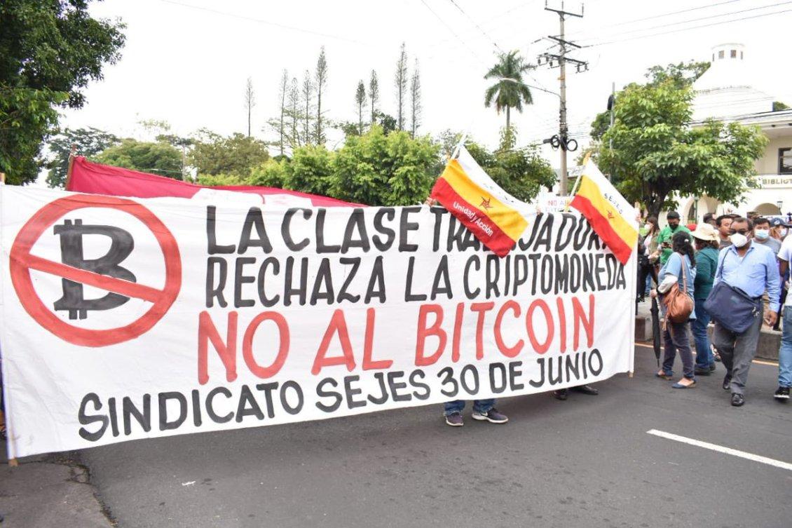 70% de salvadoreños cree que diputados deben derogar Ley Bitcoin