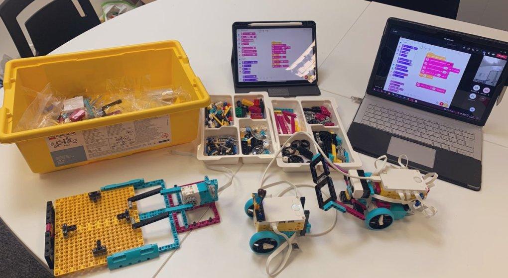E4uyJfsXEAkaJ4q - Raising Robots - LEGO Education SPIKE Prime, MINDSTORMS, BricQ and WeDo 2.0