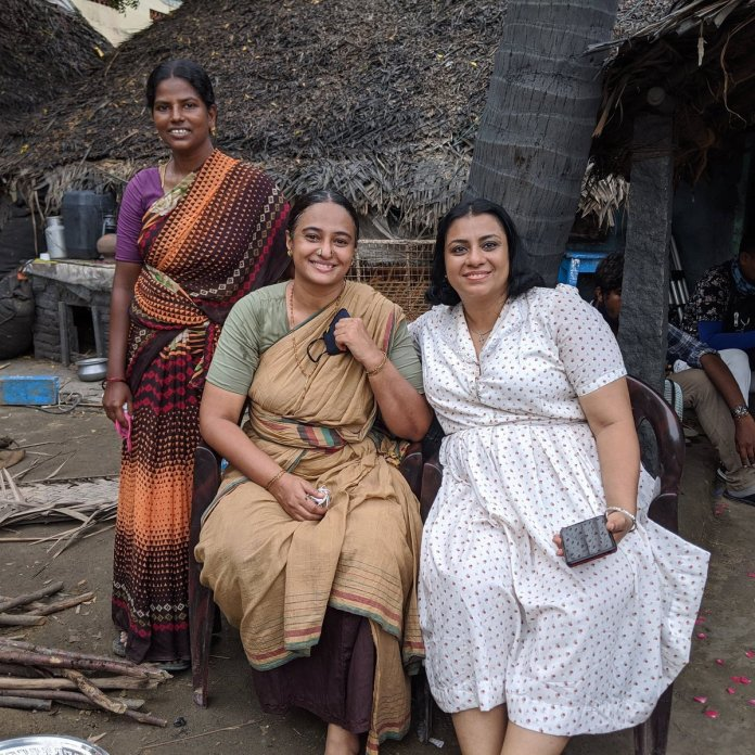 "Anupama Kumar on Twitter: ""#SarpattaParambaraiOnPrime #bakyam #onset Chilling during the shoot of @Sarpatta_Movie.. can't wait to watch it 😍 @beemji @arya_offl @officialdushara @santhoshprathap @shabzkal @johnkokken1… https://t.co/cxj49jMOF4"""