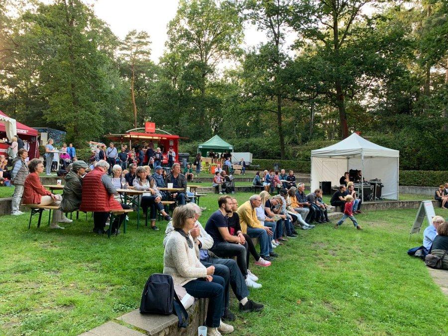 test Twitter Media - Sommer ist Park ist nun in vollem Gang, und die Besucherinnen und Besucher genießen den ersten Act - den Chor Hamburg Voices 👏🏻👍🏻🗣 auch spontan vorbeikommen lohnt sich 😉 https://t.co/0UIidU0bSz