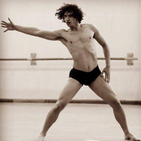 Modernidades, Raúl Tamez nos revela detalles de su obra distópica de danza contemporánea, llamada La Novena Sinfonía; recién estrenada en el Teatro de las Artes.